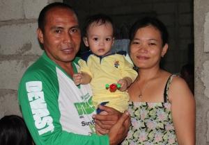 My cousin Ate Malyn and husband Kuya Jun with Xian.